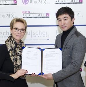 Lee & Chaeum is het beste PMU-Bedrijf van Zuid-Korea. Zij maken hun eigen naalden.